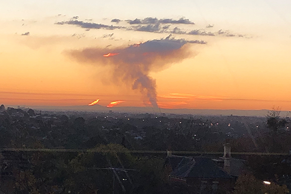 Article image for Grass fire sends smoke soaring into Melbourne's sky