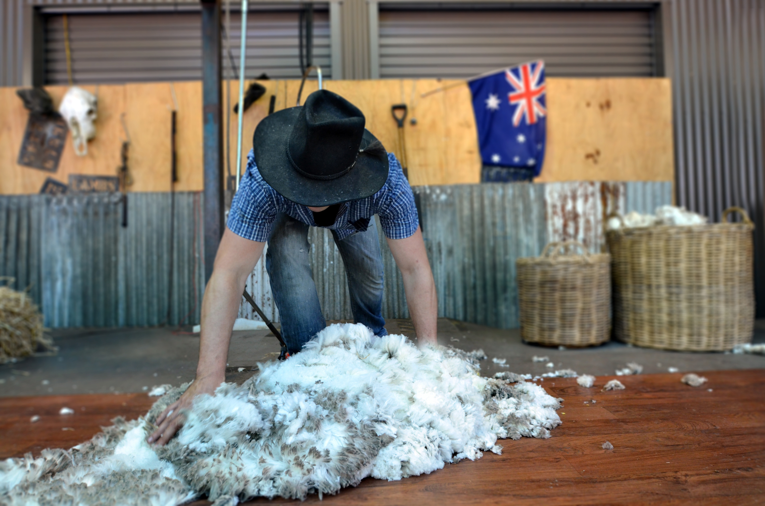 Trade tensions hit wool markets