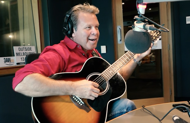 Troy Cassar-Daley drops by for a chat (and song) with Denis Walter!