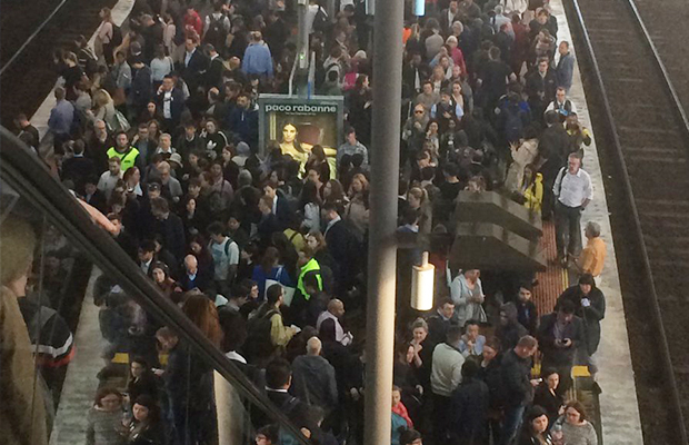 Article image for Southern Cross escalator saga: Commuters given new timeline