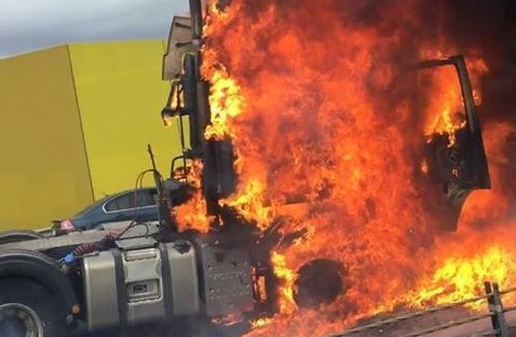 Article image for Truck fire causes delays on Western Ring Road
