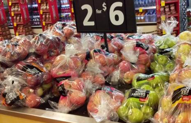 Article image for Supermarket accused of 'hypocrisy' when it comes to plastic bags