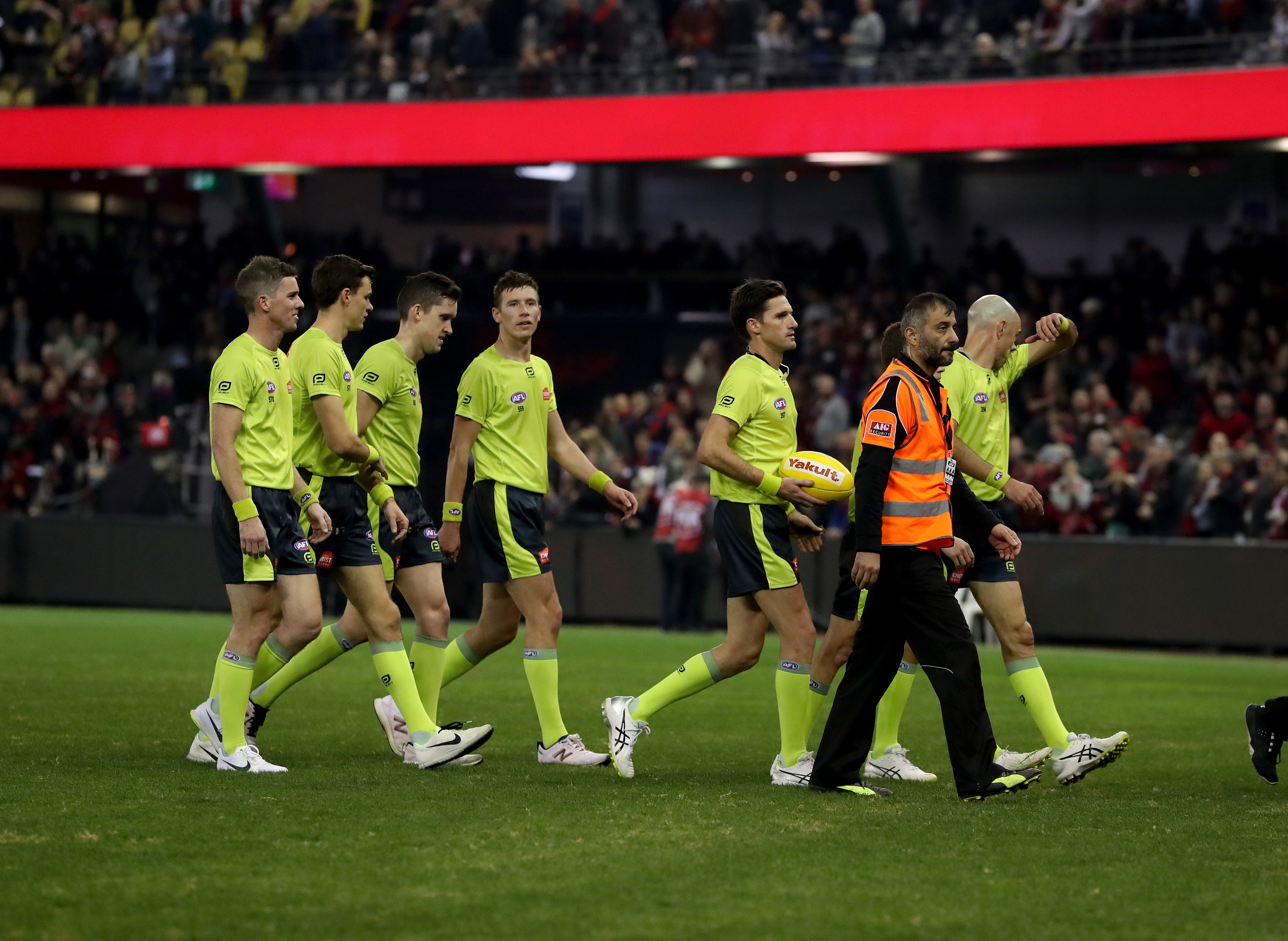 Article image for AFL umpire abuse: Country footy umpire hits out at Neil Mitchell over barking suggestion