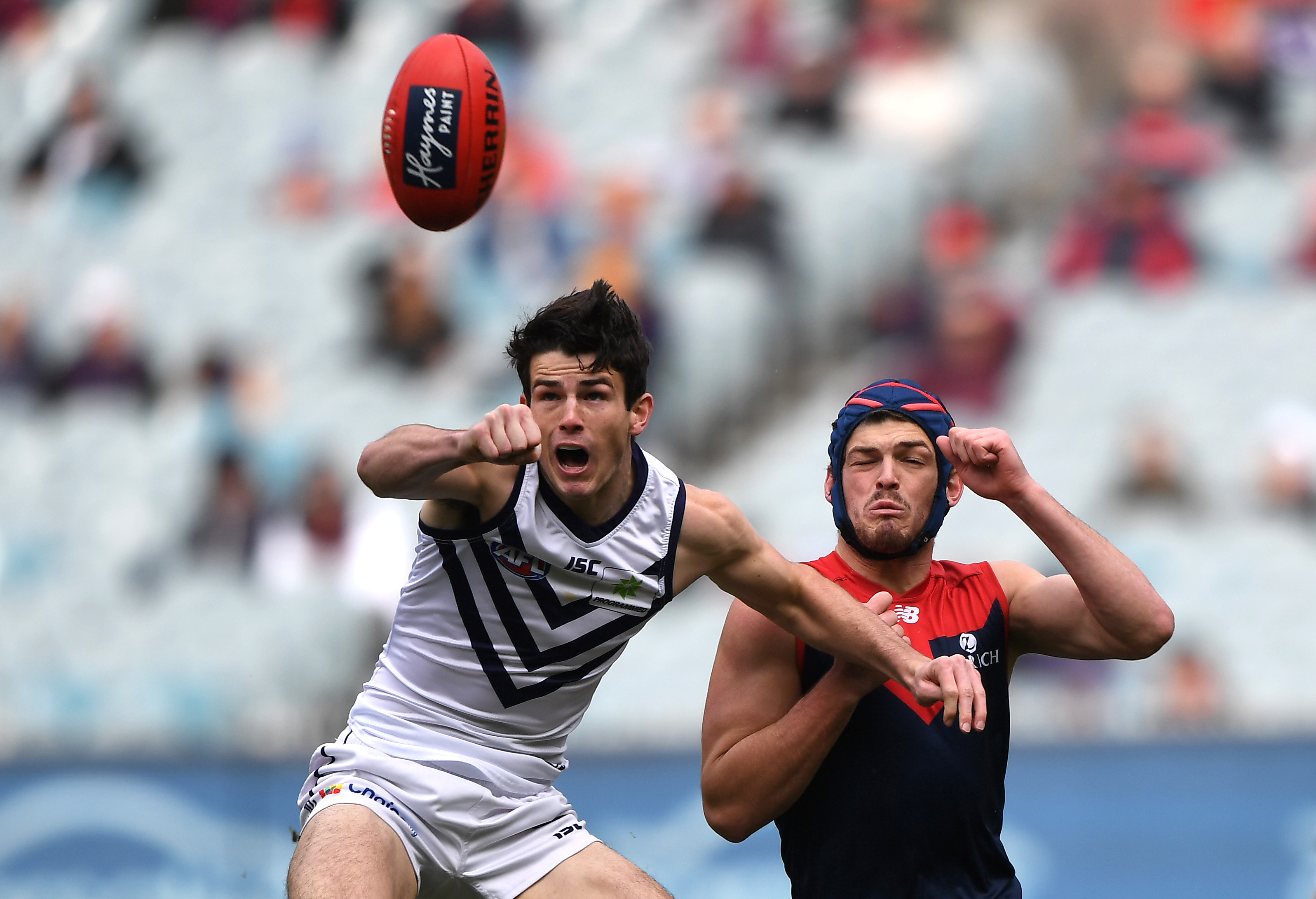 Article image for Melbourne beat Fremantle in entertaining clash at the MCG