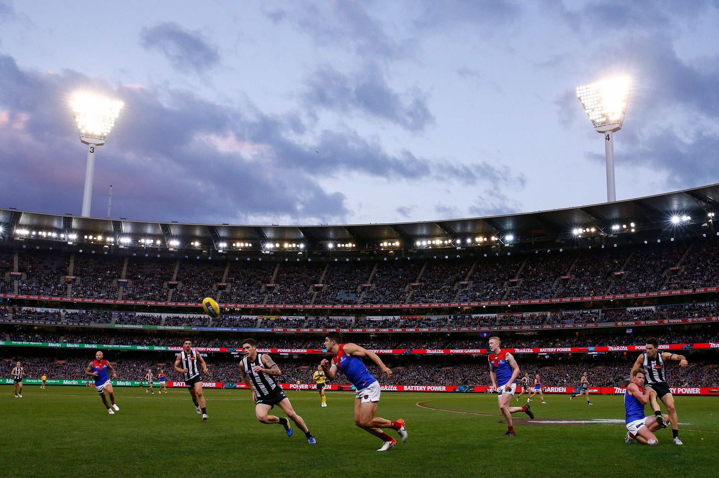 Article image for Collingwood go a game clear in second spot after big win against Melbourne
