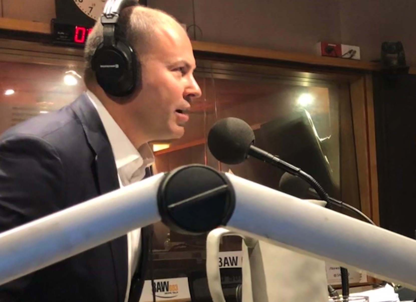 Article image for Treasurer Josh Frydenberg reacts to ANZ and Westpac ignoring his advice