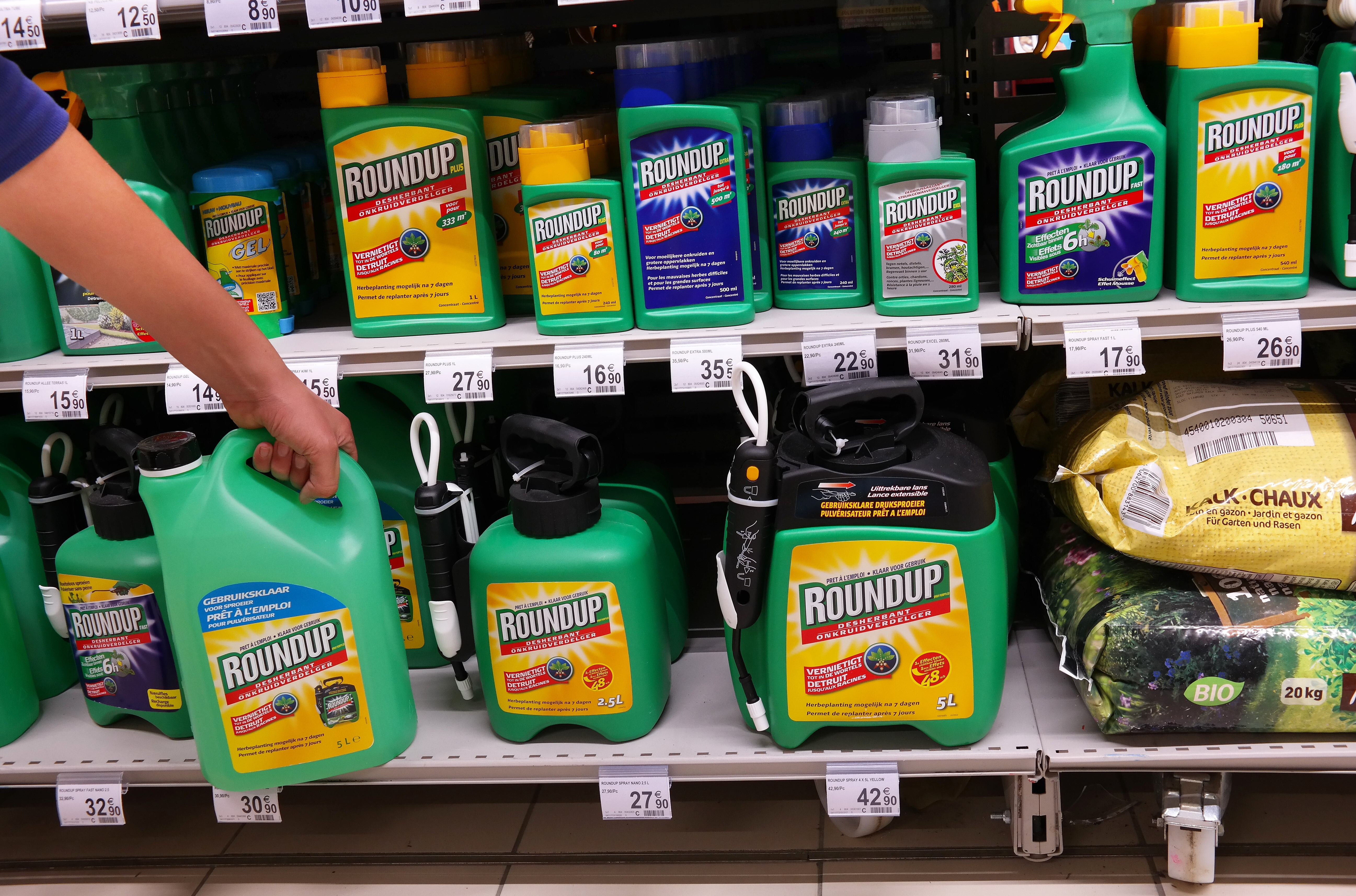 Article image for First Australian lawsuit filed linking popular weedkiller to cancer