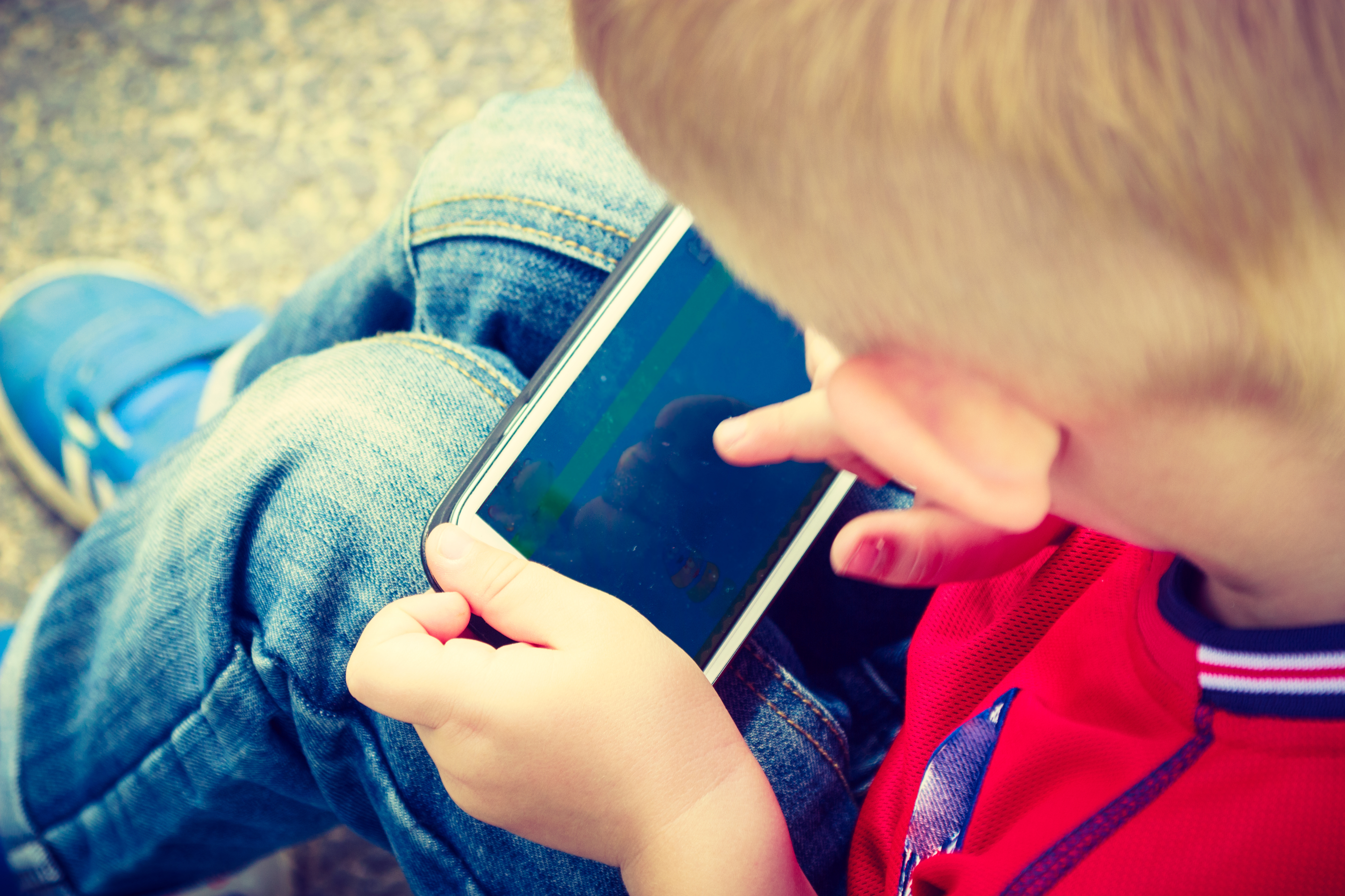 Article image for Push to withhold smartphones from children as screen time soars
