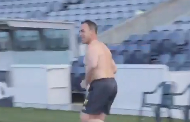 Article image for Hawthorn coach Alastair Clarkson makes cheeky point at training!