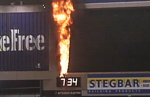 Article image for FRIDAY FLASHBACK! Re-live the infamous MCG scoreboard fire on 3AW Football, 20 years on!