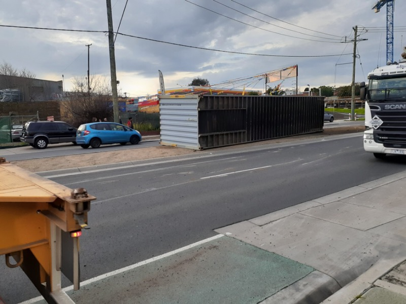 Article image for Shipping container slips off truck at Footscray