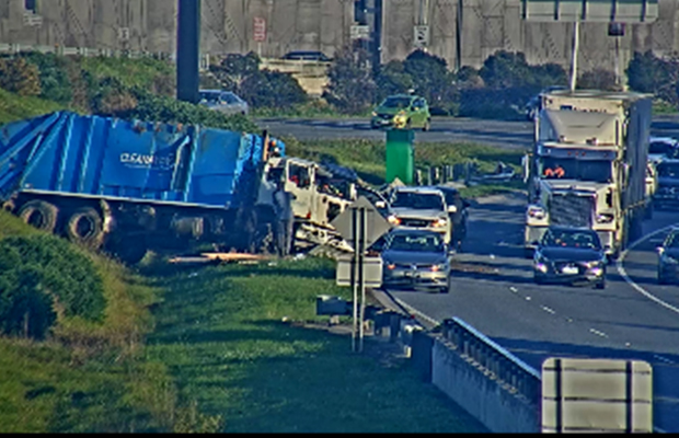 Article image for Truck crash on Monash sparks Friday morning delays
