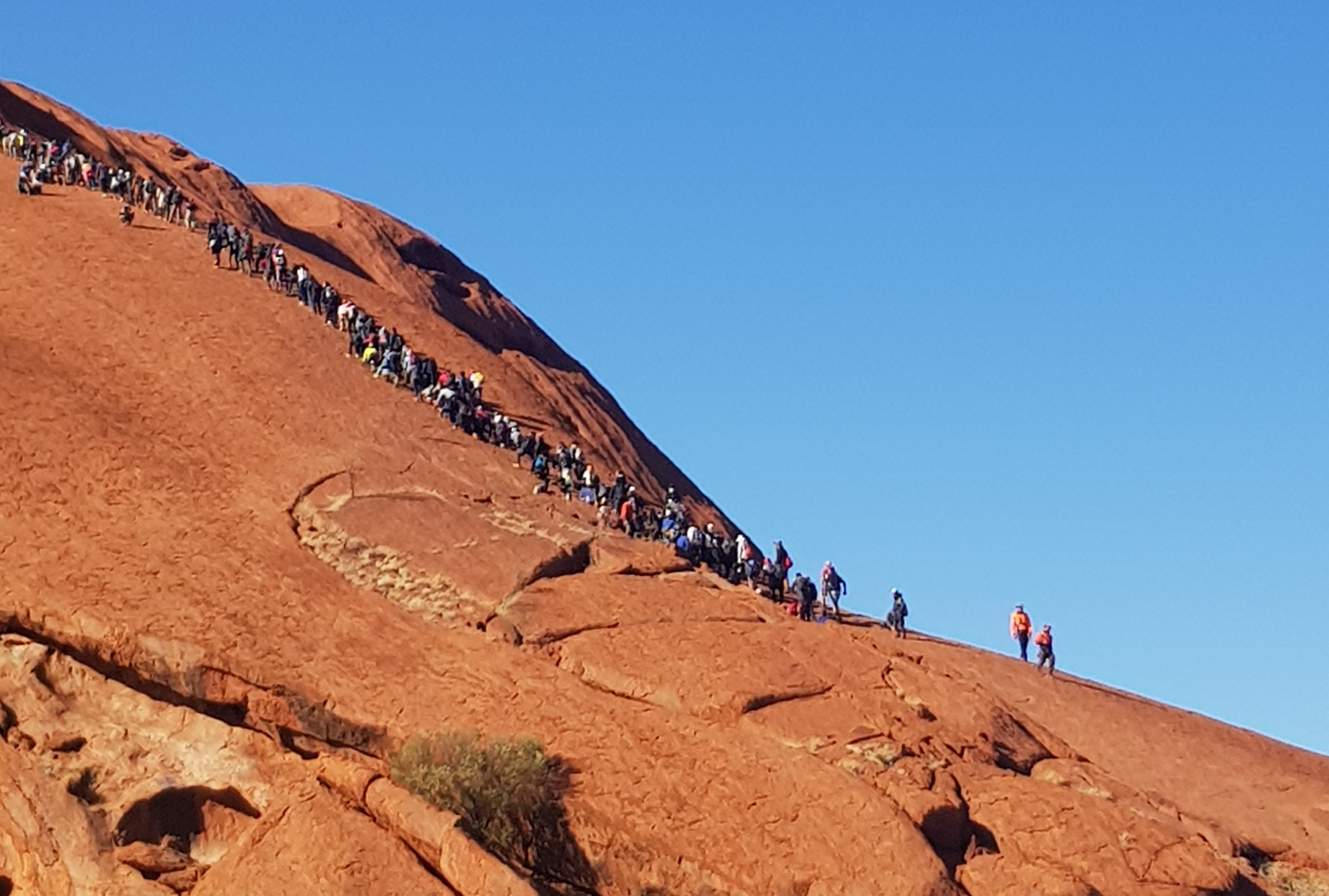 Article image for Tourists flock to Uluru ahead of climb ban
