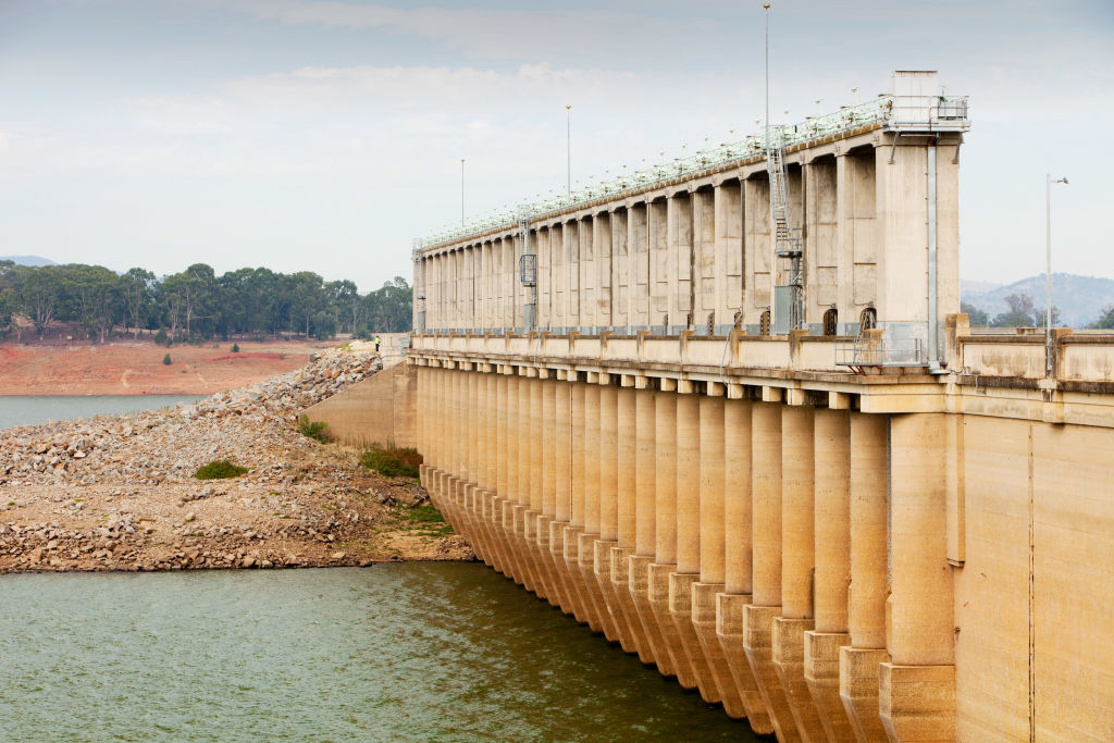 Article image for 'It's five to midnight': State and federal water ministers clash over Victorian dams