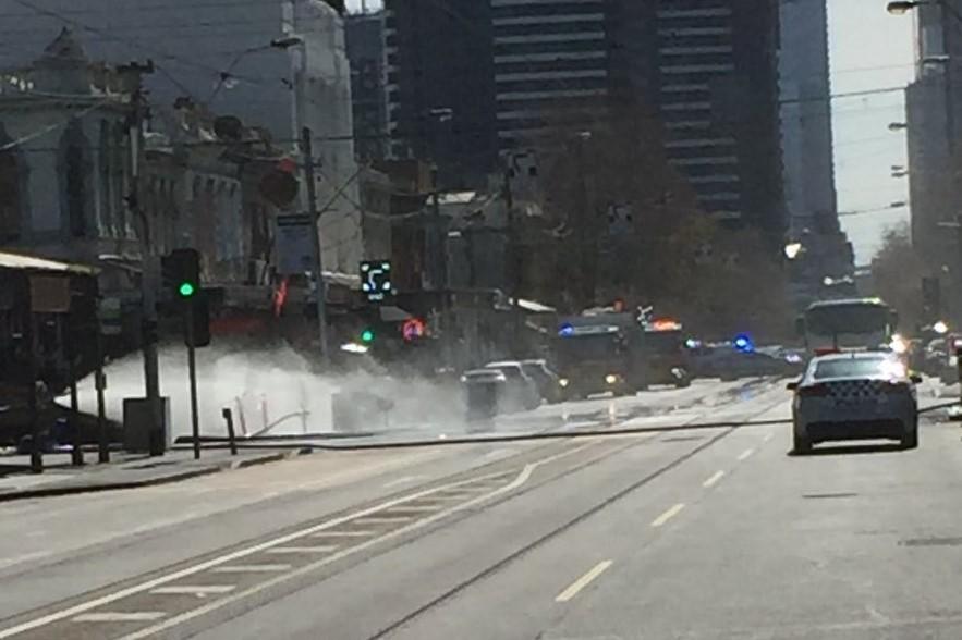 Gas Leak In Car >> Huge Gas Leak Forces Closure Of Clarendon Street