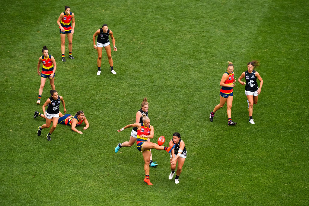Article image for Former sex discrimination commissioner calls for 'transparency' in AFLW dispute