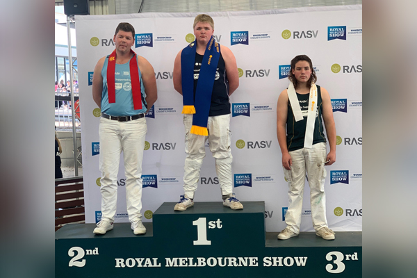 Teenage woodchopping sensation blows away the competition at the Royal Melbourne Show
