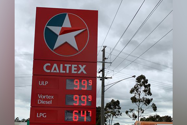 Melbourne service station offers petrol at a bargain price