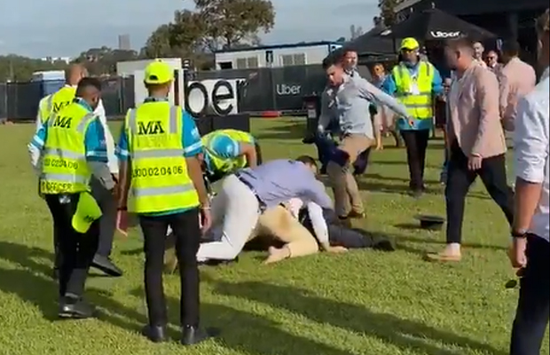 Article image for Cup brawl: Ugly fight breaks out at Flemington — video