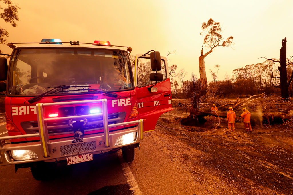 Article image for 'We're trying to avoid it being tragic': Premier extends 'state of disaster' ahead of rising bushfire risk