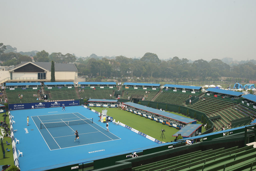 Article image for Doctor slams 'irresponsible' decision not to call off Australian Open qualifiers despite smoke haze