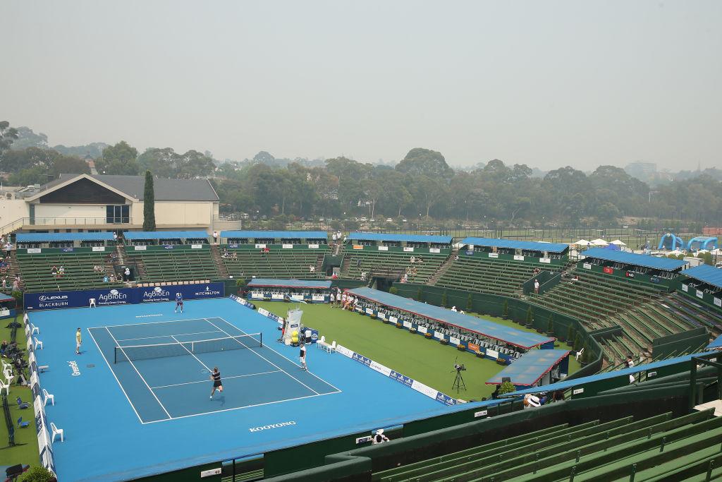 Doctor slams 'irresponsible' decision not to call off Australian Open qualifiers despite smoke haze