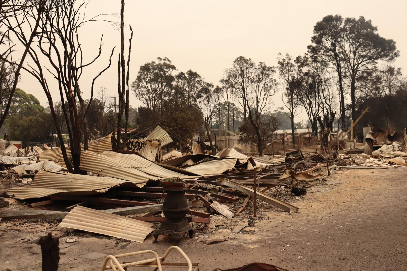 Article image for Victorian bushfires: Buchan man killed, fears for three others