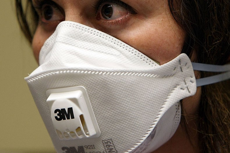 Article image for Mask or no mask? Leading health professionals give varying opinions as coronavirus risk grows