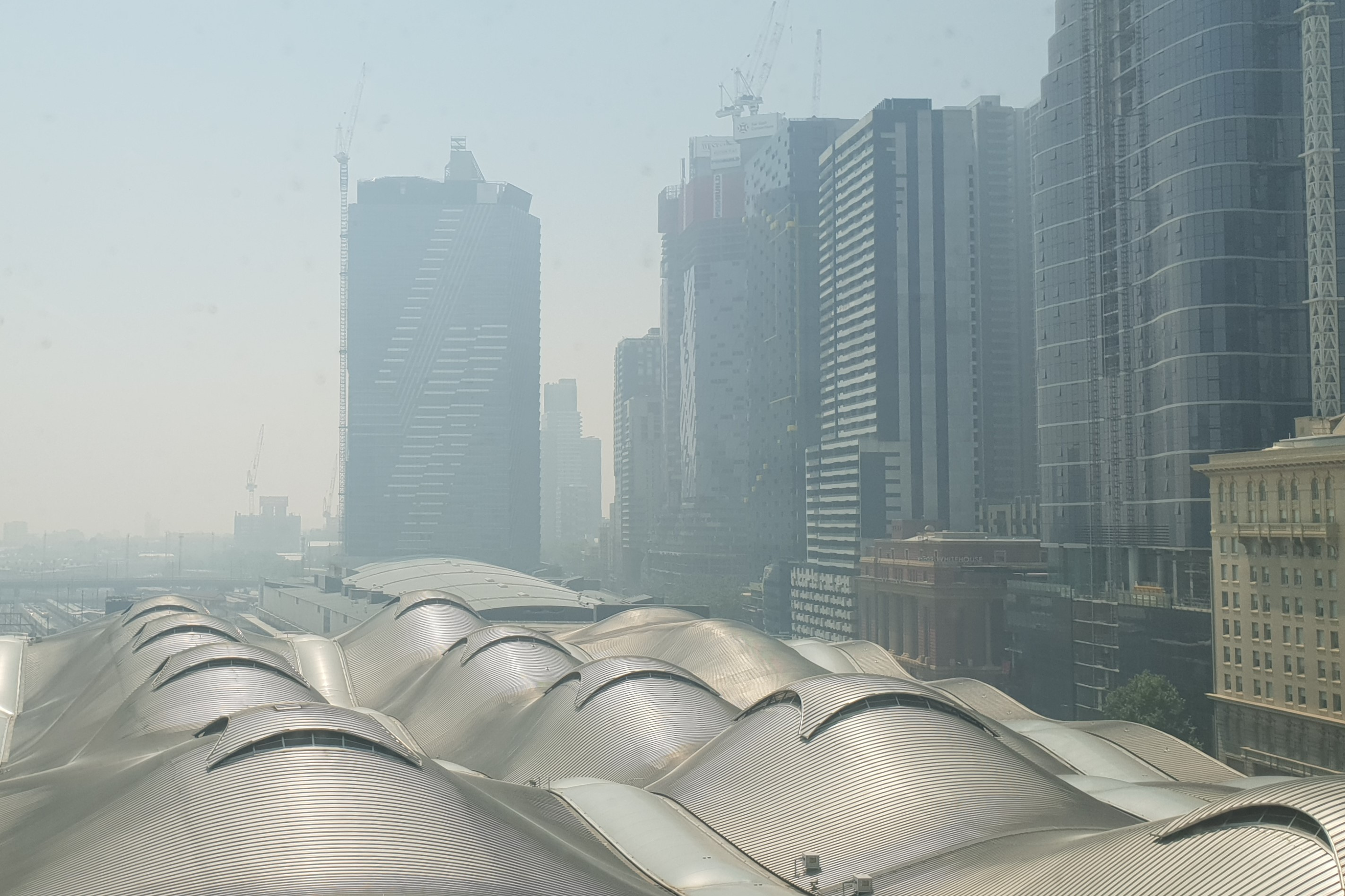 Article image for Air quality warning issued as smoke blankets Victoria