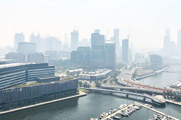 Article image for Thick smoke haze set to linger across Melbourne until tomorrow evening