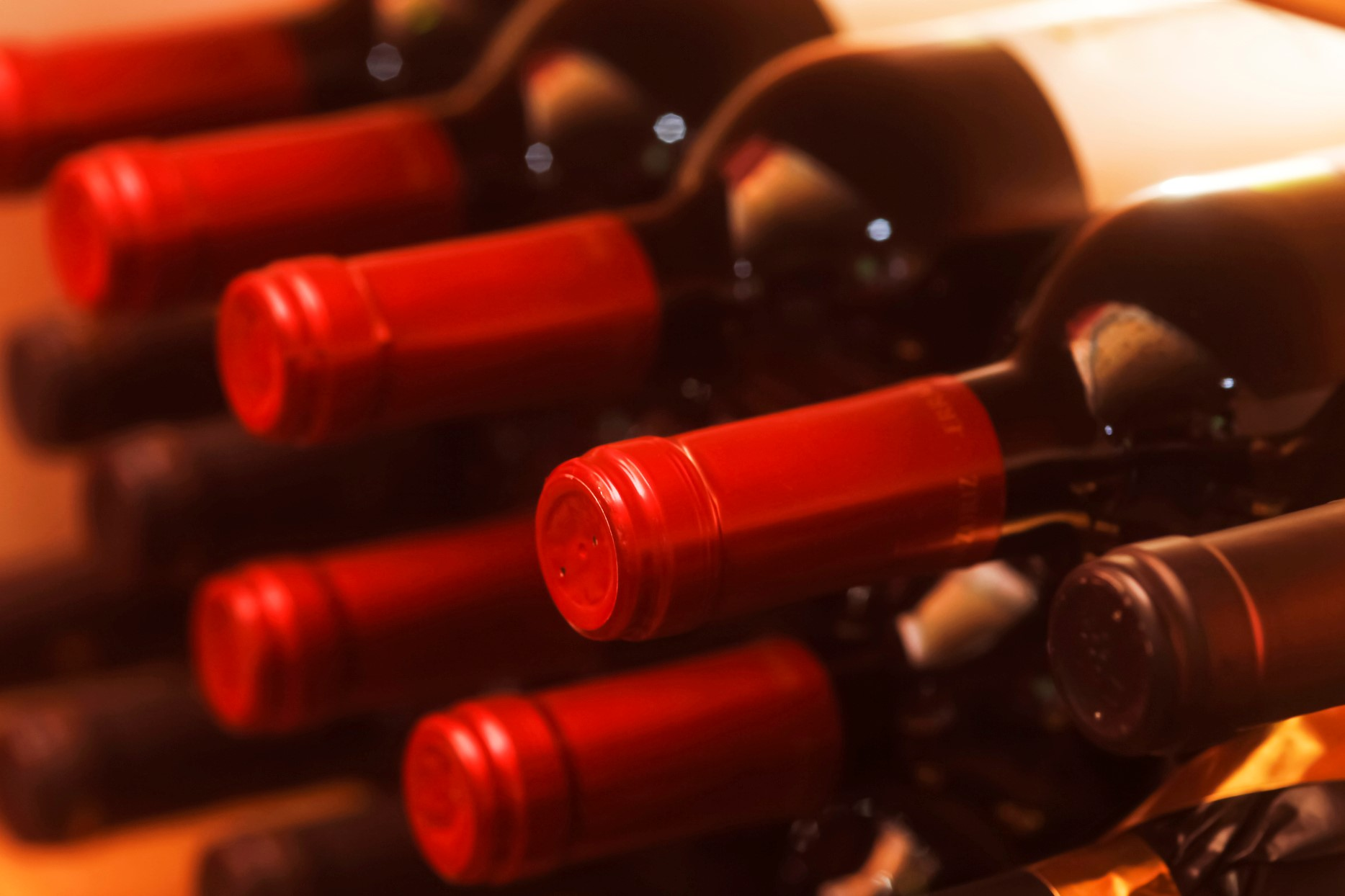 Article image for Drink rider carrying a dozen bottles of wine blows more than five times legal limit