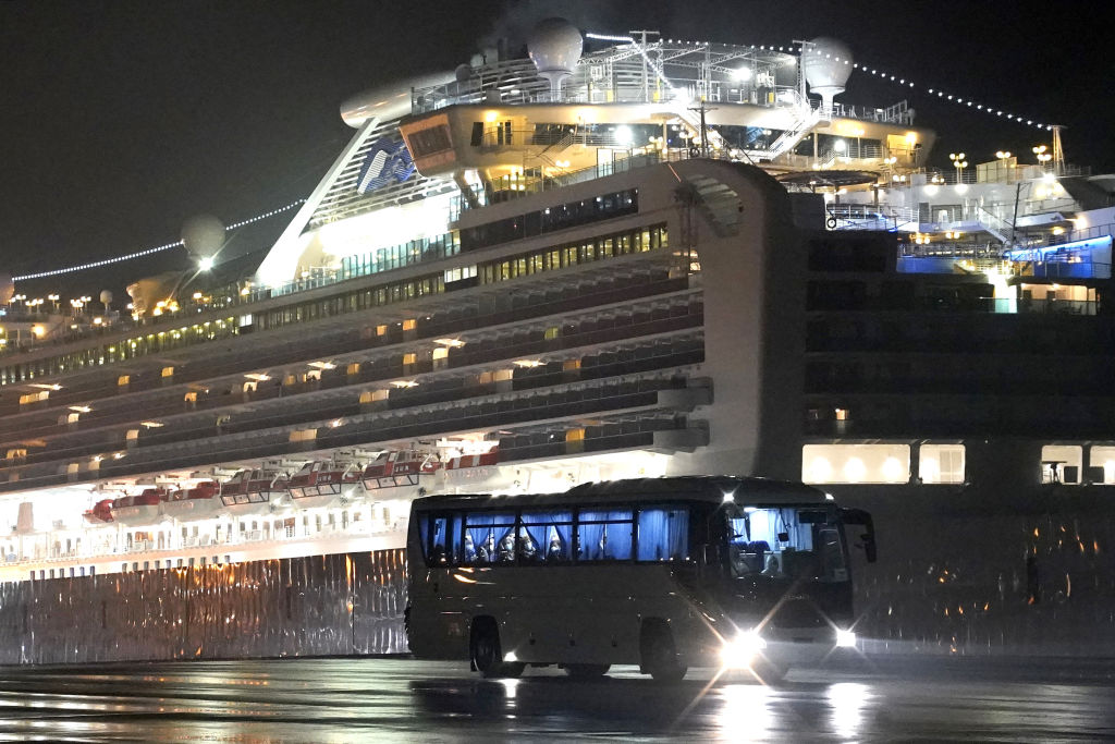 Article image for Government to evacuate Australians stuck on Diamond Princess cruise ship