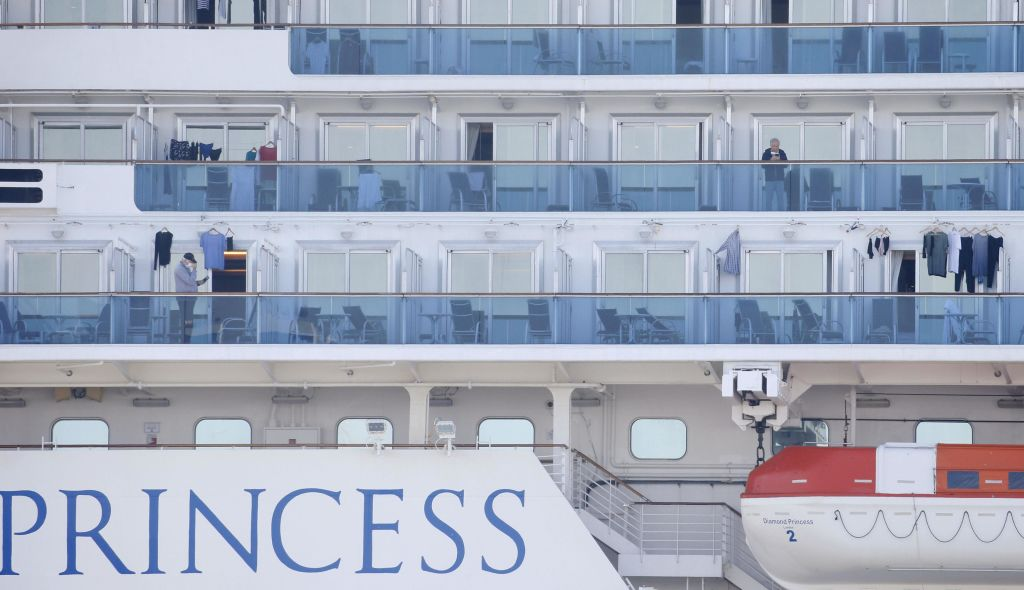 [American cruise passengers quarantined at United States armed service bases]