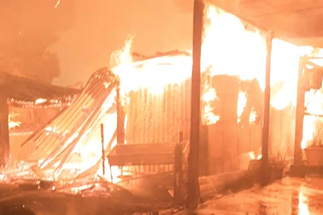 Article image for VIDEO: Hero cops save elderly couple from burning Buchan house