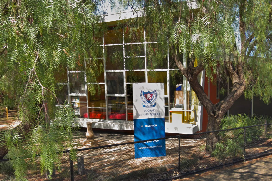 Article image for Toorak Primary School closes after teacher tests positive to COVID-19