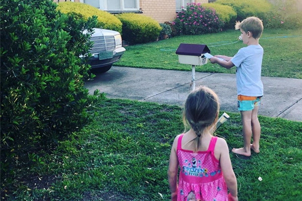Article image for Pandemic pen pals: Geelong kids spreading joy amid coronavirus panic