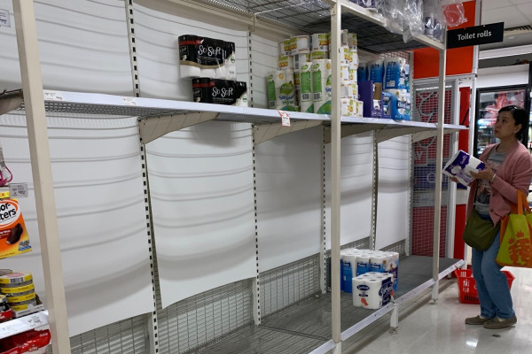Article image for Supermarket staff in tears as toilet paper hysteria gets absolutely ridiculous