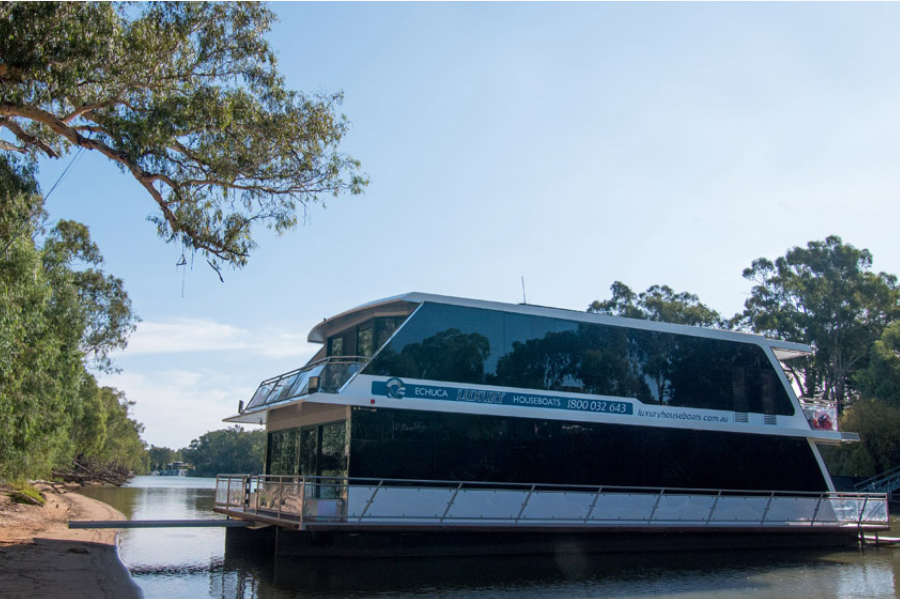 Article image for ACCC investigating after dozens of people were left out of pocket by houseboat operator