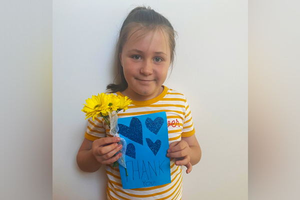 Article image for Seven-year-old girl's heartwarming gesture to brighten up a tough week for police