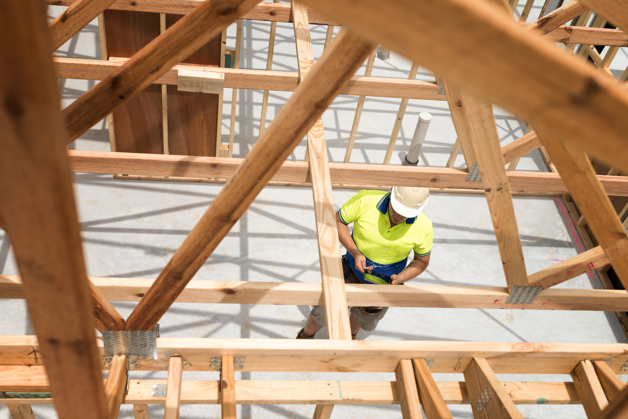 Article image for Builders blindsided by 'devastating' last minute licence change banning them from work