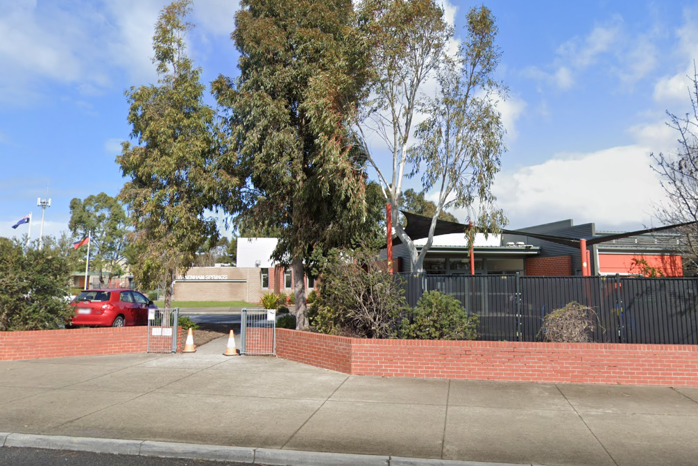 Article image for Two Melbourne primary schools closed after students test positive to COVID-19