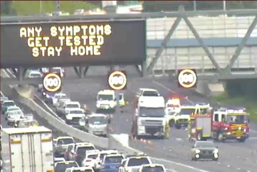 Article image for Horror fatal smash shuts Monash Freeway