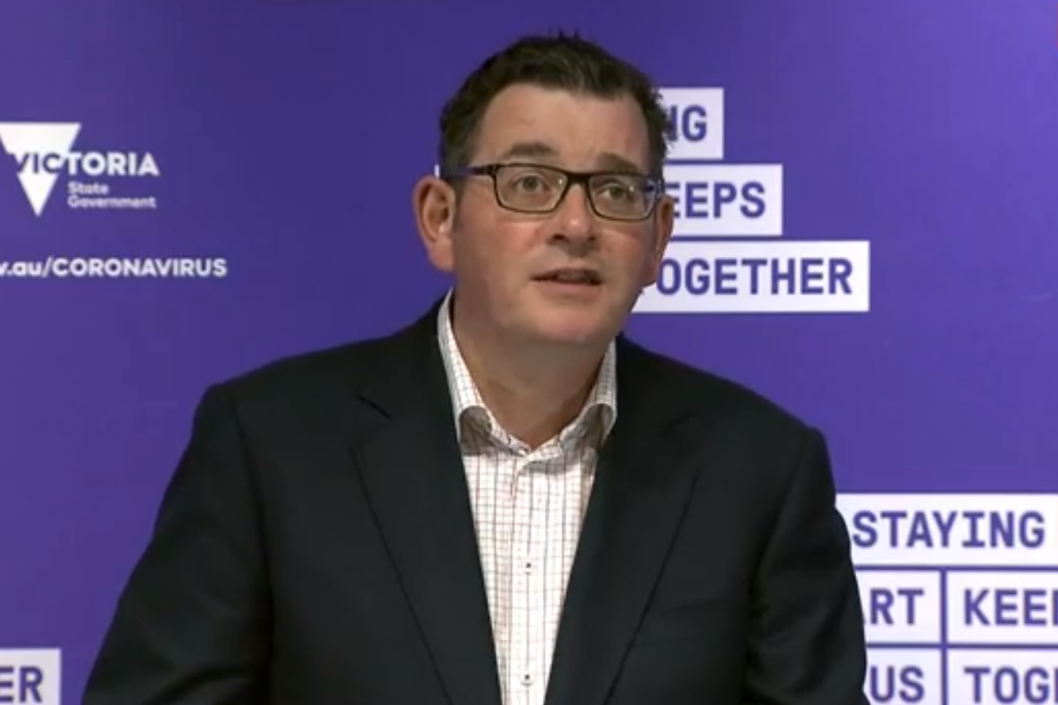 Daniel Andrews clarifies rules on 'separate spaces' in pubs, restaurants and cafes