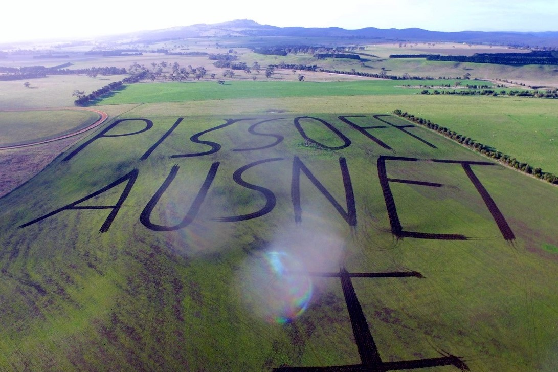 Article image for Farmer's blunt message in protest against 'ridiculous' power line plan