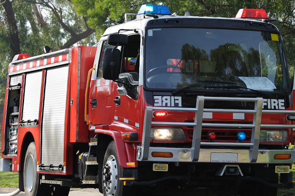 Article image for Balmy winds fuel fire near Ballarat and spark hundreds of calls for help