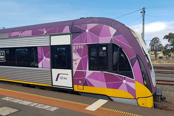 Article image for V/Line services cancelled as more than 100 drivers forced into isolation