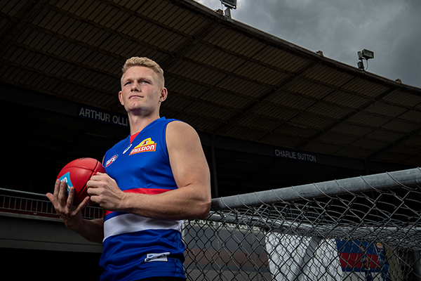 Article image for Things get 'messy' between Collingwood and Bulldogs over Treloar deal
