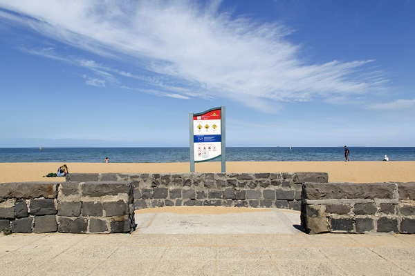 Article image for Water warning issued for ALL Melbourne beaches