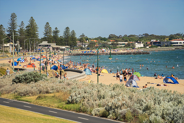 Article image for Melburnians warned they may be turned away from busy beaches