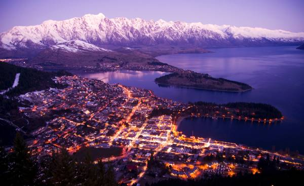 Article image for 'We'd love you back!': Queenstown rolls out the welcome mat to Aussies